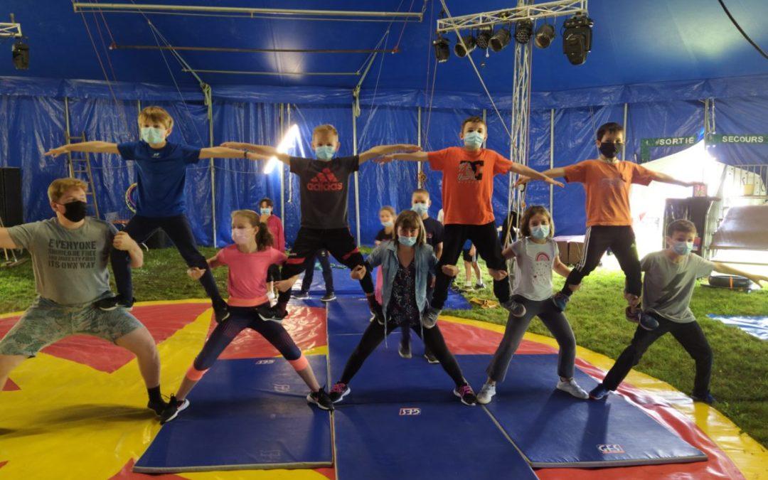 Le cirque Alexandro Klising s'installe à l'école pour deux semaines.